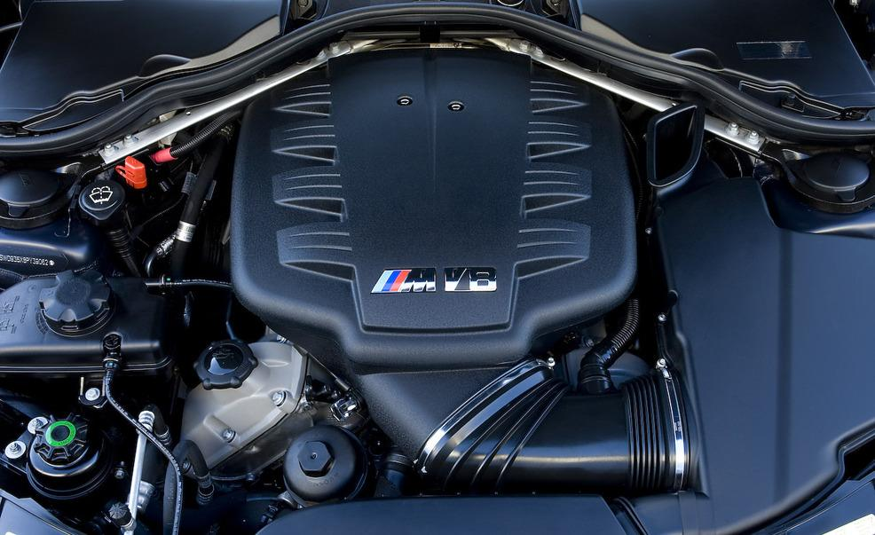 2008-bmw-m3-40-liter-v-8-engine-photo-208255-s-986x603